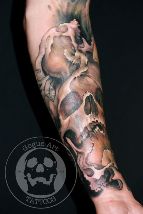 Not crazy about the skulls, but the shading, detail, and realism is what I hope for in my octopus