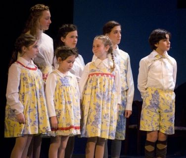 111909_the_sound_of_music_2091.jpg 376×320 pixels