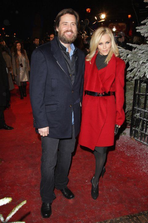 Jim Carrey and Jenny McCarthy at event of A Christmas Carol (2009)