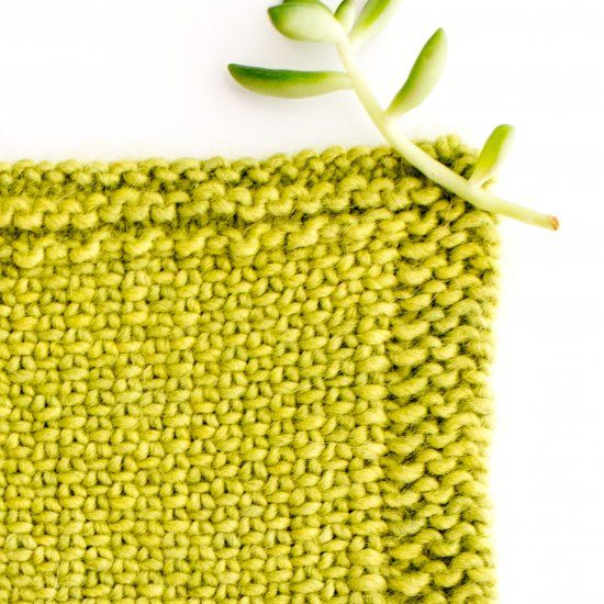 Learn how to knit the beautiful linen stitch with this easy to follow step by step tutorial.  I love how it looks woven!