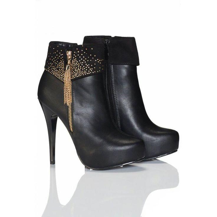 Beauty Girls Støvletter | Amoruccio.dk ♥ Sexy støvletter med flot hæl og i lækre blandings materialer. Dekoreret med flotte guld sten, samt lynlås med vedhæng på siden.♥ #fashion #stilettos #higheel #shoes #heels #onlineshopping #stiletto #style #boots #shopping #stilettoheelboots