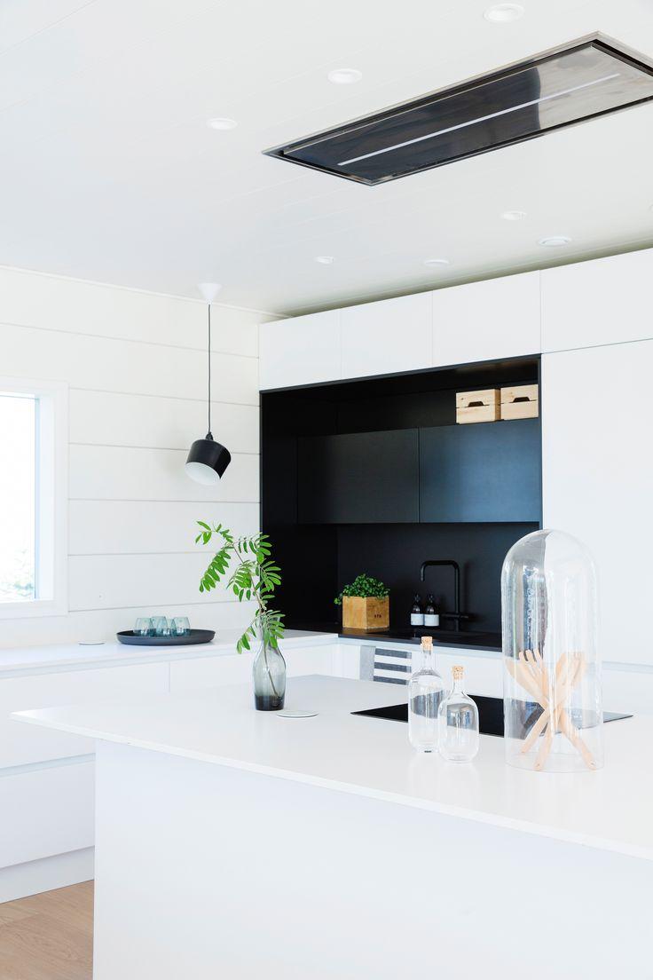 Black and white kitchen. Honka Markki.
