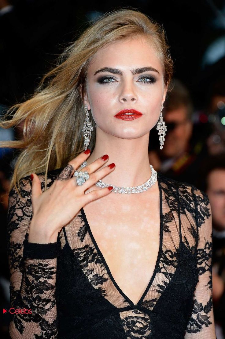 """Daughter of Charles Delevingne and Pandora, respectively """"personal shopper"""" and real estate developer, and granddaughter of Sir Jocelyn Stevens, former head of English Heritage (independent public body responsible for the management of the historical heritage of England) by also former CEO of """"London Evening Standard"""" and """"Daily Express."""" She grew up in a middle ultra privilegié.Cara Delevingne has two older sisters, including Poppy Delevingne, also working in th..."""