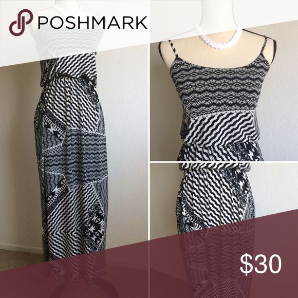 Black and White Maxi Dress This maxi dress is elegant , smart and comfortable ,you can wear it both as an evening dress or as an every day dress with a pair of flip flops- up to you. every day is different ☀  Material: Printed Lycra. Dresses Maxi