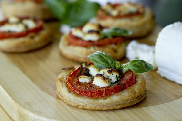 Post image for Mini Tomato & Goat Cheese Tarts