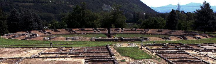 #Libarna - Area archeologica: #Anfiteatro romano. L'antica città raggiunse il massimo splendore nel I sec. d.C., scomparve con la caduta dell'impero e fu ritrovata: casualmente 150 anni fa. A soli 5 minuti da #Gavi e ad appena 10 dall'Outlet di Serravalle.