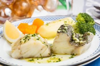 Dorsz gotowany na parze z warzywami