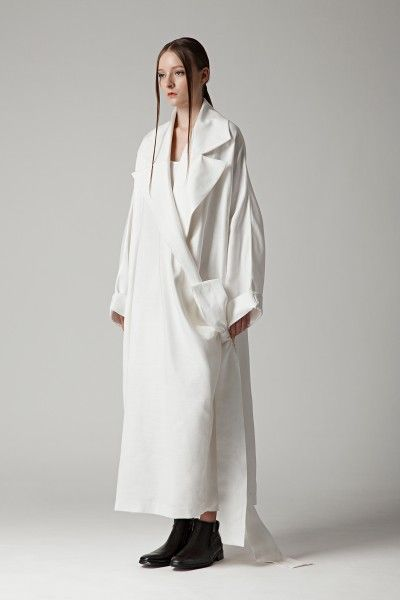 Contemporary Fashion - oversized white coat; simplicity; minimalist style // MAX.TAN SS16