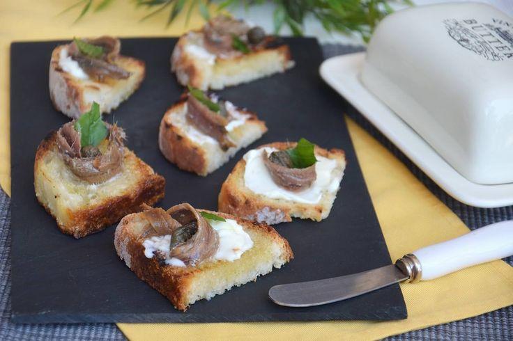 Bruschette burro e alici, scopri la ricetta: http://www.misya.info/ricetta/bruschette-burro-e-alici.htm