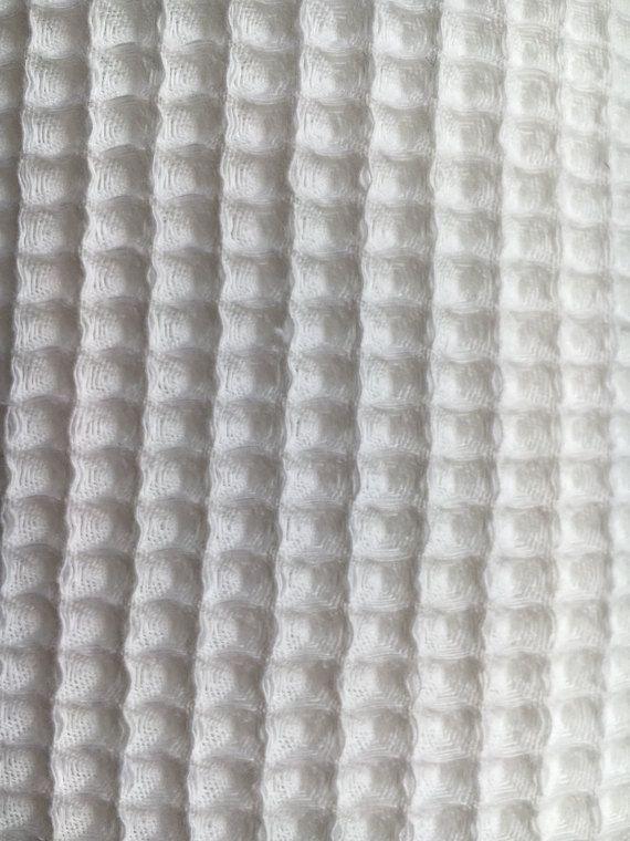 Puro 100% algodón de primera calidad De tela de algodón muy suave, cómodo, absorbtions y útil con la textura única de barquillos. Es bueno para el traje de novia y traje de baño, estera de los niños, toallas, almohadas de deco y mantas de bebé suave, hecho a mano, tela de ropa de cama y baño de cuarto de niños 1 metro - yarda de 1,11 XXXXXXXXXXXXXXXXXXX -100% algodón Europea 250g/m2, tejido de 30s. cuadrado de 5-6mm -Anchura: 149cm (58) CUIDADO DE: -Lavadora 60c -Caída de secado a ...