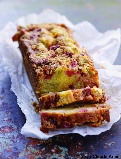 Cake-crumble fraises et rhubarbe pour 6 personnes - Recettes Elle à Table - Elle à Table