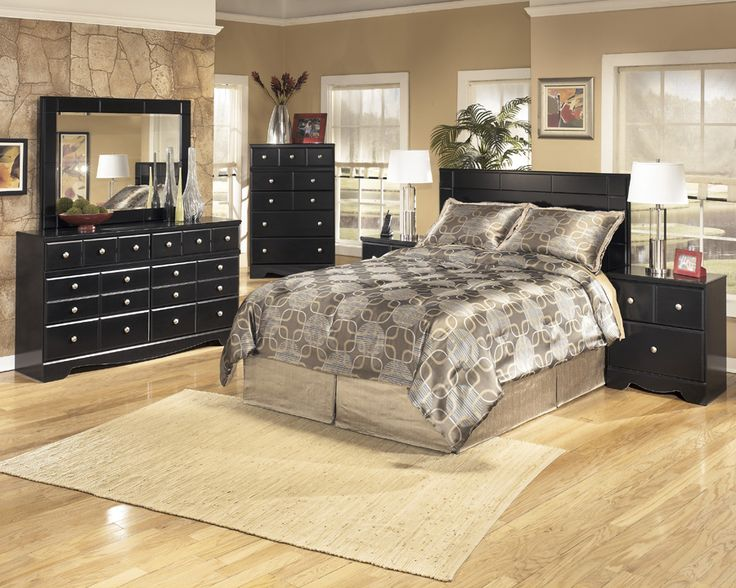 """Alternate style """"panel"""" headboard is available that accommodates queen or full size bedding!"""
