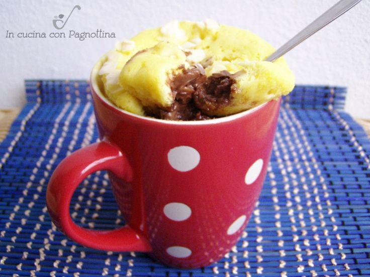 Mug cake con cuore morbido alla nutella, torta in tazza al microonde.