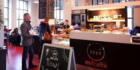 Op de HvA-locaties vind je micaffè voor ontbijt, lunch en heerlijke koffie, thee en meer. Zoals hier in het Benno Premselahuis.