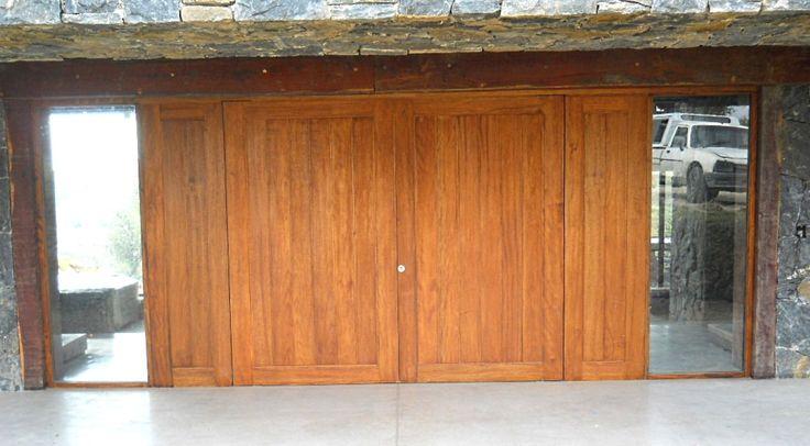 Puerta con bastidor perimetral y machiembrado vertical