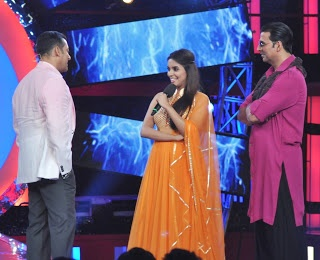 Recently Released movie Khiladi 786 cast asin and Akshay Kumar promoting Their Movie  on the set of Big Boss Season 6. Check out this pictures of asin and akshay kumar with   Salman Khan and big boss 6 contestants.