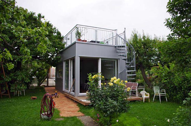 Mikrohaus mit Dachterrasse und Garten.