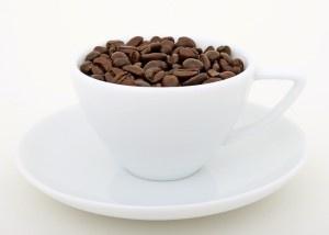 Validi sostituti dell'espresso possono essere le tisane o il caffè d'orzo.Le erbe che compongono le tisane sono molteplici e ognuna di loro possiede determinate caratteristiche, così se state cercando una bevanda per rilassarvi opterete per la camomilla, la melissa, la lavanda, oppure se siete alla ricerca di un rimedio naturale contro la cattiva digestione, sarà meglio optare per una tisana all'alloro.