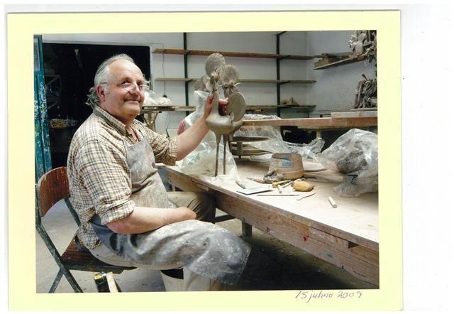 Conheça o artesanato dos Irmãos Baraça e as suas peças de Figurado de Barcelos. Os Galos de Barcelos, os Presépios, os Coretos e tantas outras peças únicas.