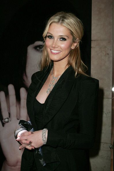 Delta Goodrem Photos Photos - Singer Delta Goodrem attends the Bulgari 125th Anniversary Event in aid of Save The Children at the Castlereagh Street store on August 12, 2009 in Sydney, Australia. - Bulgari Celebrates 125th Anniversary In Sydney