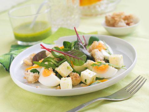 Insalata uova sode spinaci formaggio fresco