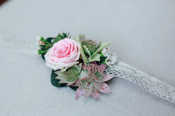 Flowers belt- Wedding Flowers - ©Alex Tome Photography