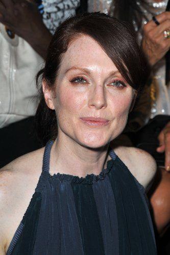 Некрасивые, но успешные знаменитости  -  Джулианна  Мур, четырёхкратная номинантка на премию «Оскар» (1998, 2000, 2003 — дважды), лауреат премий «Эмми» (1988, 2012), «Золотой глобус» (2013, 2015) и BAFTA