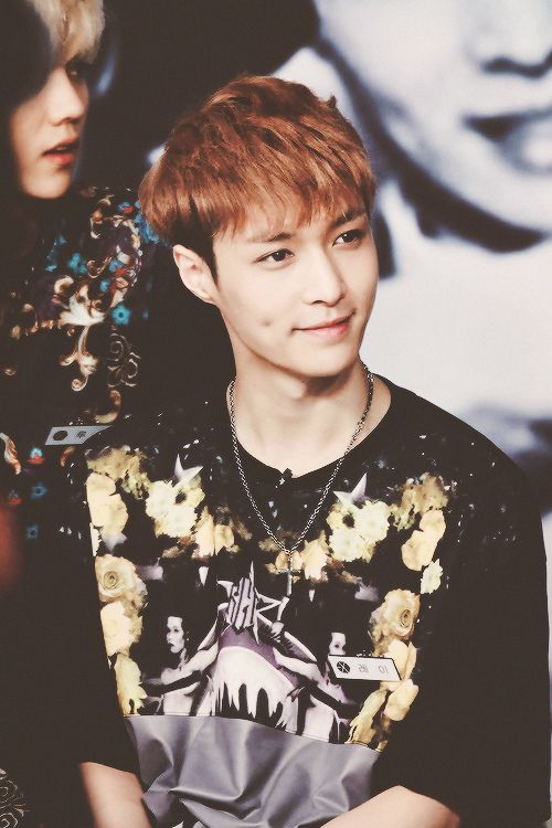 his dimple is too cute! ♡ #lay