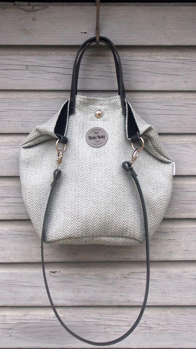 ♡ 100% Handgefertigt ♡  ♥ Die Tasche ist in Beutel Form aus Stoff in der Farbe grau-Minzegefertigt. Im Inneren befindet sich ein widerstandsfähiges Innenfutter in der Farbe schwarz mit drei...