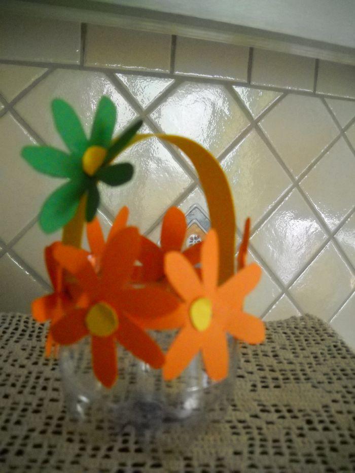 cestino primavera con bottiglia di plastica