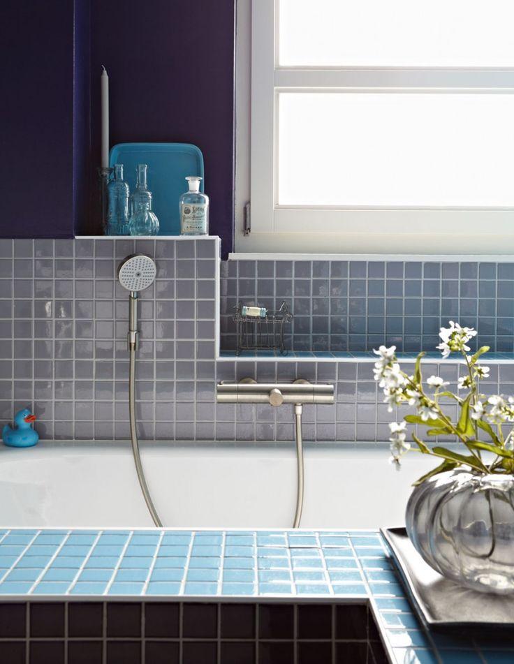 Blue bathroom tiles | Styling Judith Dekker | Photographer Alexander van Berge | vtwonen December 2011