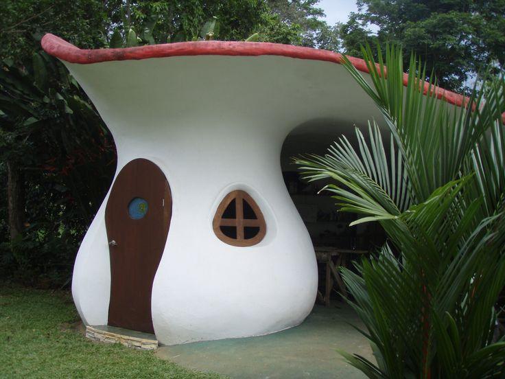 Garaje forma de seta.  Si quieres ver más, visita OneDreamArt.com