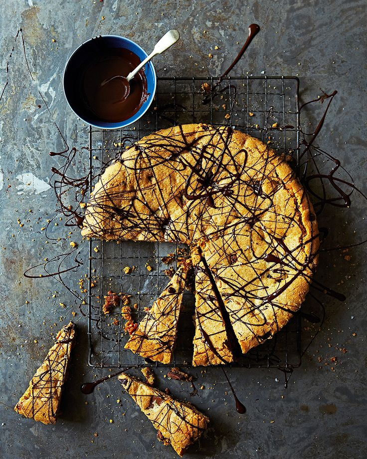 That's right, you're looking at a recipe for a giant chocolate and toffee cookie... Time to turn it in to reality.