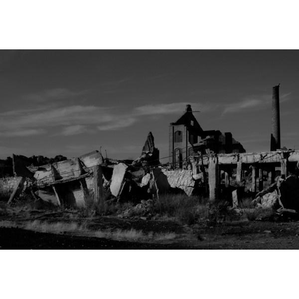 """06 Peñarroya, Pueblonuevo. Córdoba"" Minas. Paisajes explorados. Año 2009. Tamaño: 46,84 x 70 cm. Técnica: Copia Cromogénica. Laminado mate. Montada sobre Dibond 3 mm. Bastidor trasero de madera. http://moolacool.com/es/227-paco-valverde-minas-paisajes-explorados-06-fotograf%C3%ADa.html"