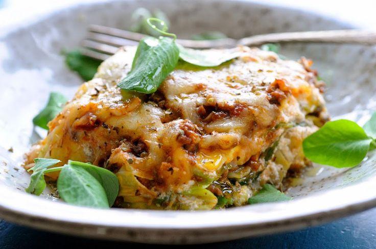 If you have run out of dinner ideas? Besøg JulieKarla.dk, her kan du finde de bedste sunde aftensmad ideer, lasagne med spidskåls-plader.