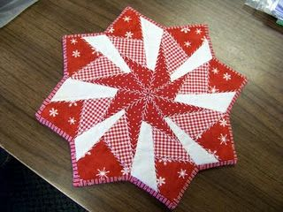 Attic Window Quilt Shop: MAKE THIS TABLE TOPPER