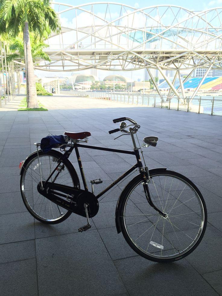 https://flic.kr/p/swsyC5 | Phoenix retro bicycle at Marina Bay Sands Hylix Bridge