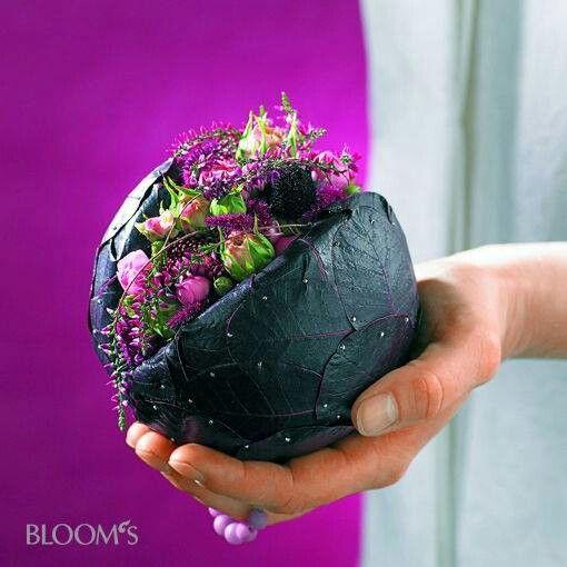Piepschuimbol met in uitsparing bloemen