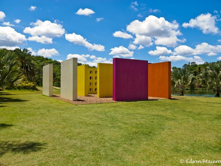 Inhotim - Hélio Oiticica: Invenção da Cor, penetrável Magic Square