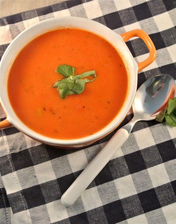 Tomaten-roomsoep met tortellini