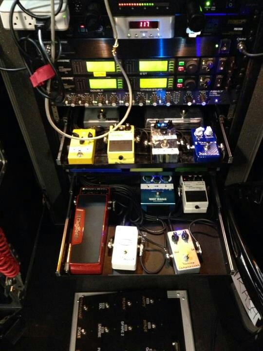 Richie Sambora's pedal rig, loaded with boutique Keeley ...