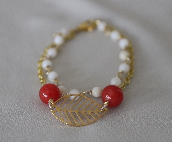 Two layered bracelet with red and pearl white beads