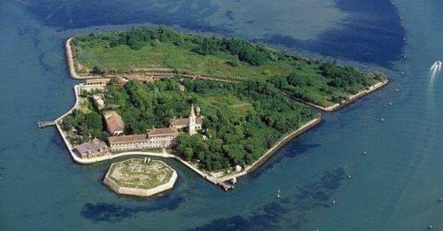 Venezia, l'isola di Poveglia venduta a imprenditore. Sconfitti i cittadini - Il Fatto Quotidiano