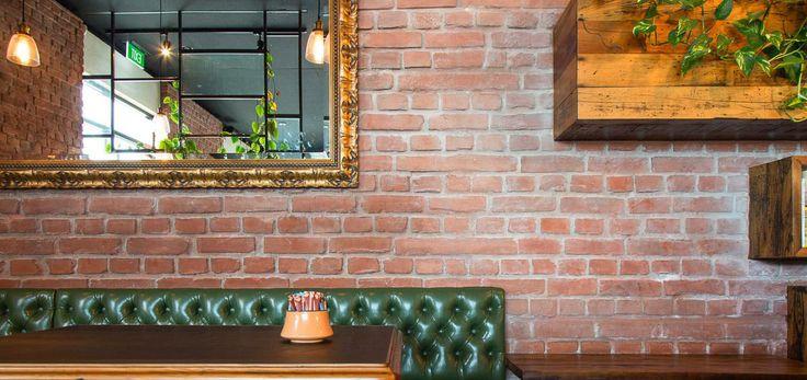 128 besten steinwand restaurant bar bilder auf pinterest. Black Bedroom Furniture Sets. Home Design Ideas