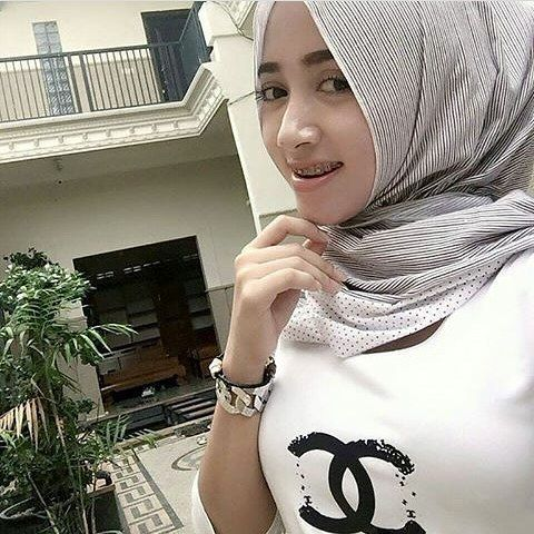 ======= #wanitaberhijab #hijabcommunity #instahijab #hijabhits #selfiehijab #berhijab #hijabstyle #cewekmanis #hijabdaily #hijabmodis #hijabersindonesia #hijabstreet #hijaberkece #hijabkekinian #hijaberscantik #hijabermodern #hijabergaul #hijabermanis 