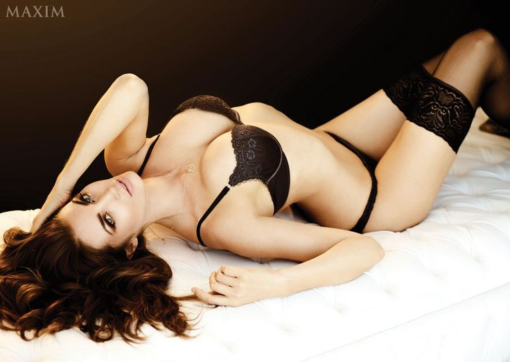 Tanit Phoenix is a south African actress and model. She is famous her bikini and swimsuit photo shoots. She started her modeling career from 2003 and first time appeared in GQ and FHM magazine. Tan…