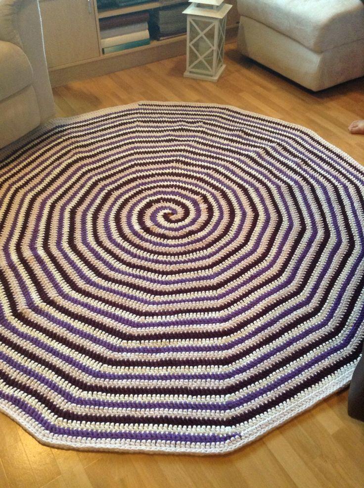 Olohuoneen matto vihdoin valmis!