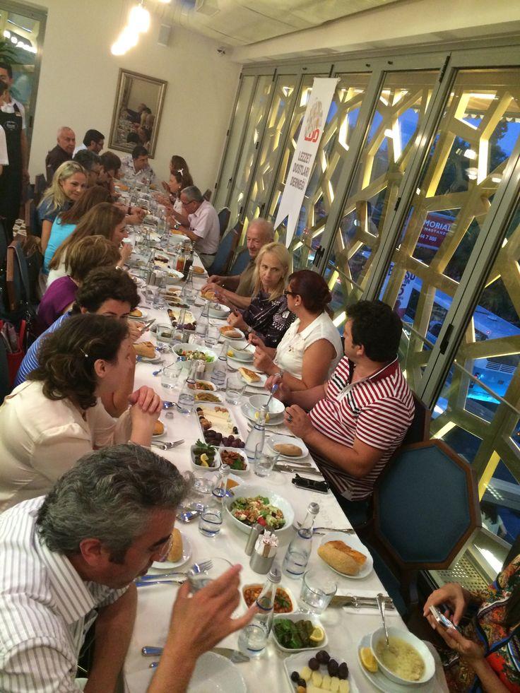 Lezzet Dostları Derneği yönetim kurulu ve değerli üyeleriyle Etiler şubemizde iftar yemeğinde bir araya geldik.