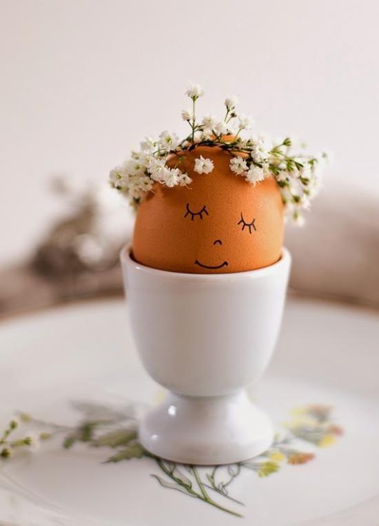 Un oeuf de Pâques pour décorer la table, printanier, et facile à réaliser.