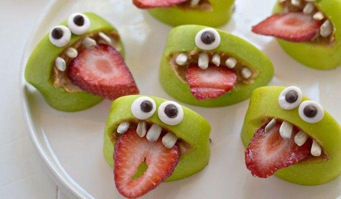 """Wie die Werbung bereits sagt: """"Mit 2 Stücken Obst hältst du viel länger durch"""". Obst essen ist gesund, aber nicht immer lustig. Zu Hause finden wir es immer toll verrückte, tolle, lustige Arten zu finden, wie wir das Obst präsentieren. Willst du d..."""